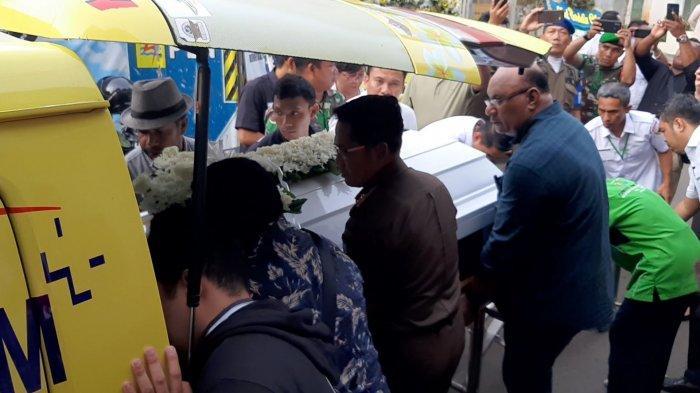 Jasad Benediktus Tambonop Dibawa Mobil Jenazah, Menuju Bandara Soekarno Hatta