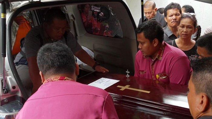 Jenazah Satu Keluarga Korban Pembunuhan di Bekasi Diberangkatkan ke Samosir
