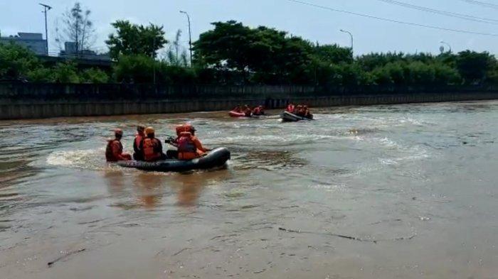 Basarnas Siapkan Tiga Opsi Cari Remaja Tenggelam di Banjir Kanal Barat Jakarta Barat