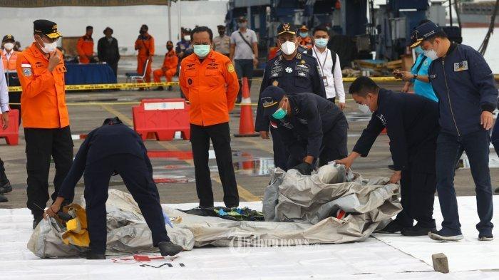 Hari Kedua Pencarian Sriwijaya Air SJ 182: Serpihan Pesawat hingga Sinyal Black Box Terdeteksi