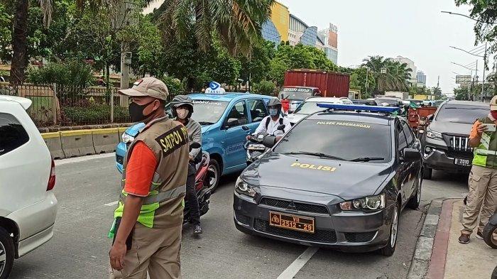 100 Personel TNI-Polri Dikerahkan dalam Penyekatan Titik Pergerakan Massa Demo di Pademangan