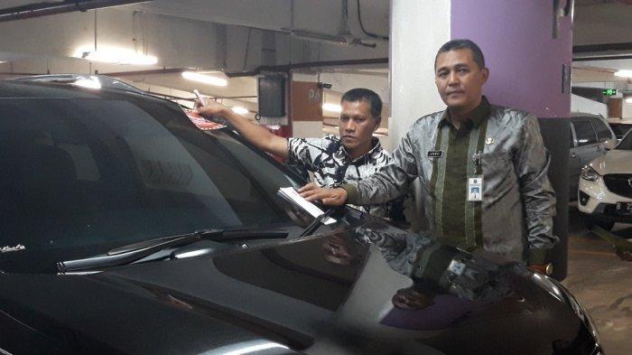 Akhir Tahun, Samsat Jakarta Barat Gencar Lakukan Razia Pajak di Tempat Parkir Mal