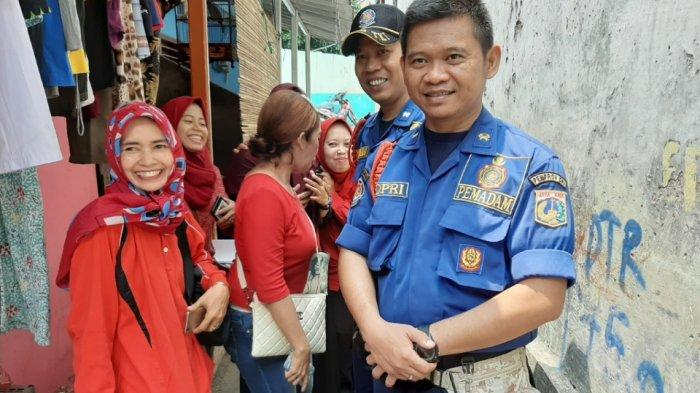 Petugas Pemadaman Kebakaran Mulai Lakukan Monitoring Titik Rawan Banjir di Pejaten Timur