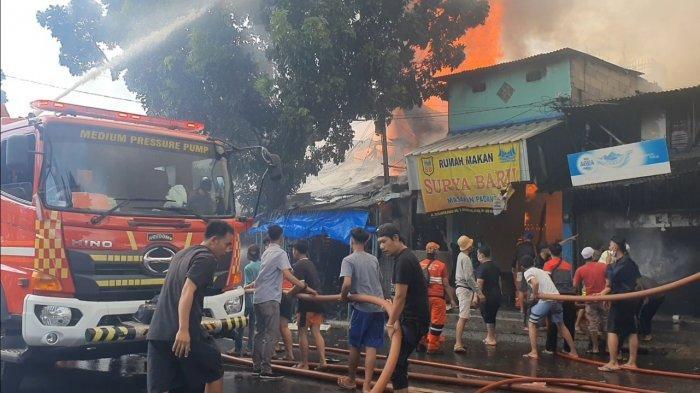 Setelah 2,5 Jam, Kebakaran Kios Mebel di Tebet Berhasil Dipadamkan