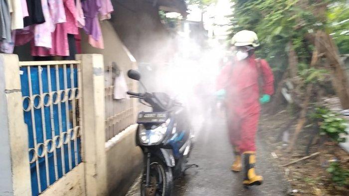 Banyak Klaster Perumahan, Personel Damkar Jakarta Timur Kebanjiran Permintaan Semprot Disinfektan