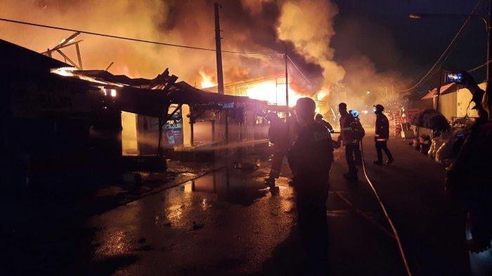 Kebakaran Hebat di Bekasi, Puluhan Lapak Pengepul Barang Bekas Ludes