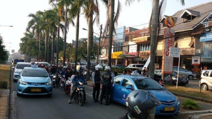 Dishub Kota Bekasi Sosialisasikan Sanksi Derek Bagi Kendaraan yang Parkir Sembarang