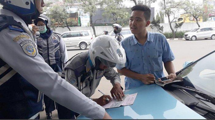 Baru 2 Bulan Jadi Sopir Taksi, Regi Terjaring Razia Petugas Dishub di Jagakarsa
