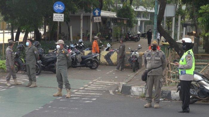 Petugas Gabungan Bubarkan Warga yang Berolahraga di KBT