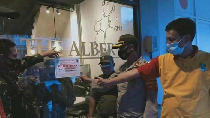 Razia Protokol Kesehatan, Polres Jakarta Selatan Bubarkan Kerumunan di Kafe dan Restoran