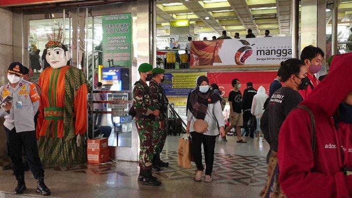 Pengunjung Pasar Tanah Abang Membludak, 2.500 Pasukan Brimob hingga Marinir Dikerahkan