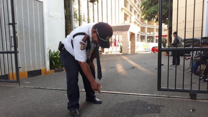 Ketua Dewan Pakar Golkar Agung Laksono Minta Polisi Ungkap Pelaku Pelempar Bom Molotov