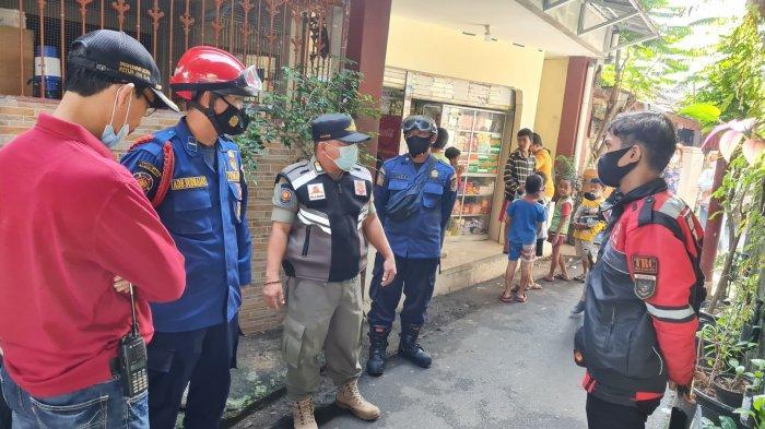 Bocah 2,5 Tahun Diduga Terseret Arus Selokan Air di Tanjung Barat, Petugas Fokus Lakukan Pencarian