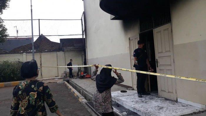 Puslabfor Bawa Barang Bukti Diduga Penyebab Kebakaran SMK Yadika 6 Kota Bekasi