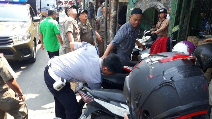Atasi Kesemrawutan, Petugas Gelar Operasi Gabungan di Pasar Asemka