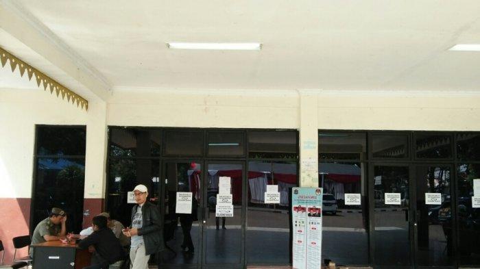 Petugas PPK dan PPS Belum Datang, Rekapitulasi Suara di Kecamatan Pesanggrahan Molor