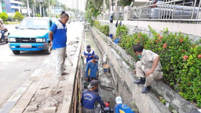 Antisipasi Banjir, Pemkot Jakarta Pusat Memperlebar Saluran Air