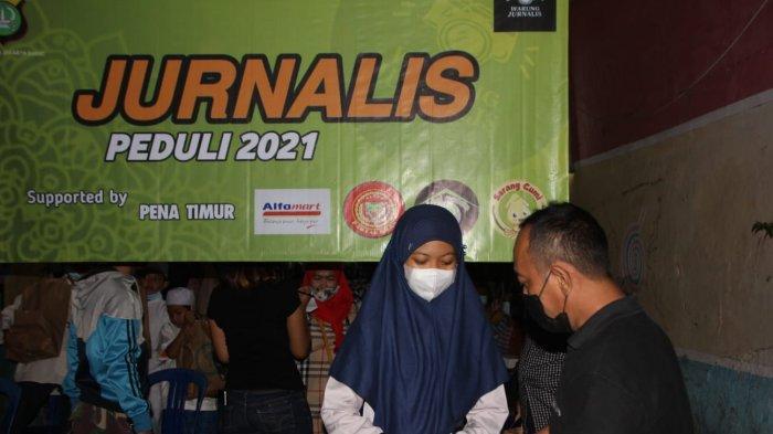 Peringati Hari Buruh, Pekerja Media di Jakarta Timur Gelar Bakti Sosial di Jatinegara