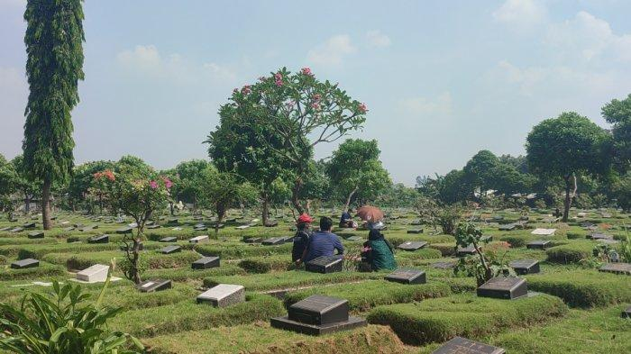 Masih Ada Peziarah Datang ke TPU Pondok Kelapa, Pihak Pengelola: Kami Batasi