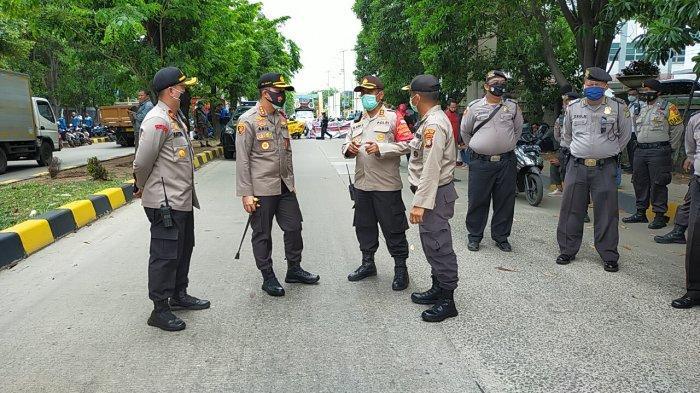 Ratusan Petugas Kepolisian Perketat Penjagaan di Kawasan Industri Pulogadung
