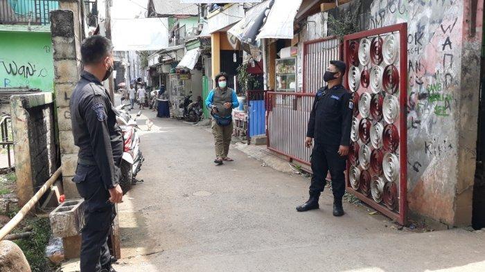 Banyak Akses Masuk, Petugas Terkendala Halau Peziarah Datang ke TPU Prumpung