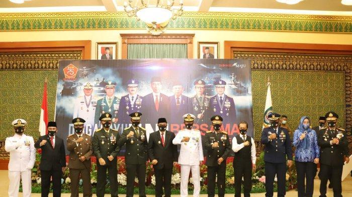 Hadiri Upacara Virtual HUT TNI ke-75, Pjs Gubernur Kepulauan Riau Bahtiar Bagikan 164 Ribu Masker