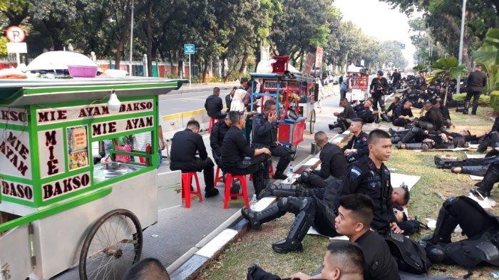 PKL Dadakan di Seberang Gedung MK Kecipratan Rejeki