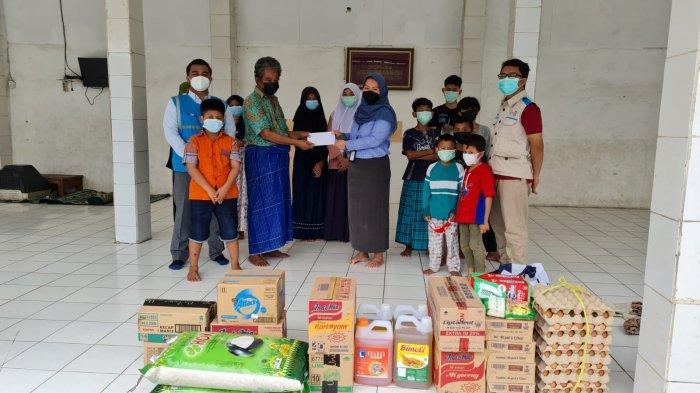 Ringankan Beban Warga, PLN Bagi-bagi Sembako ke Yayasan Panti Asuhan di Bekasi