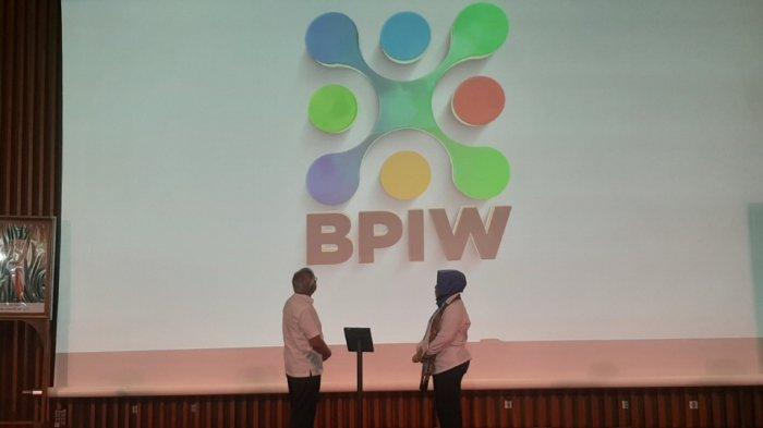 Plt Sekjen Kementerian PUPR Anita Firmanti dan Kepala BPIW Hadi Sucahyono membuka acara BPIW Virtual Expo di Auditorium Kementerian PUPR, Kebayoran Baru, Jakarta Selatan, Senin (16/11/2020).