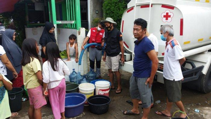 Secara Bergilir, PMI Kota Tangerang Distribusikan 10 Ribu Liter Air Bersih untuk Korban Banjir