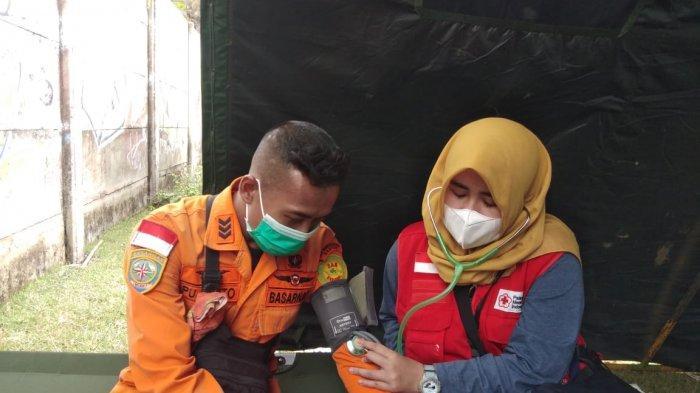 Kesehatan Penyelam Pencari Puing-puing Sriwijaya Air di Tanjung Kait Diperiksa