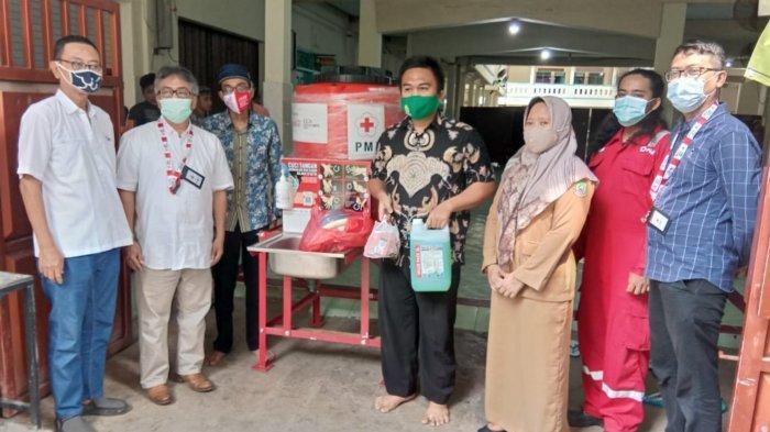 Pondok Pesantren Konsentrasi Pencegahan Covid-19, PMI Kota Tangerang Distribusi Tempat Cuci Tangan