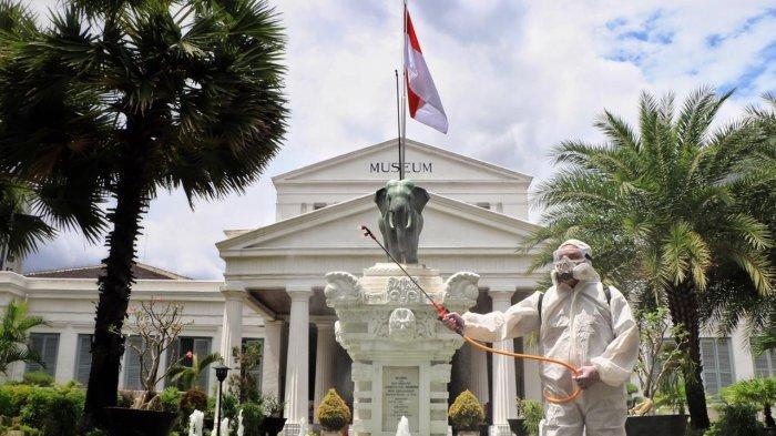 PMI Jakarta Pusat Semprot Disinfektan di Museum Gajah dan Gedung Sarinah