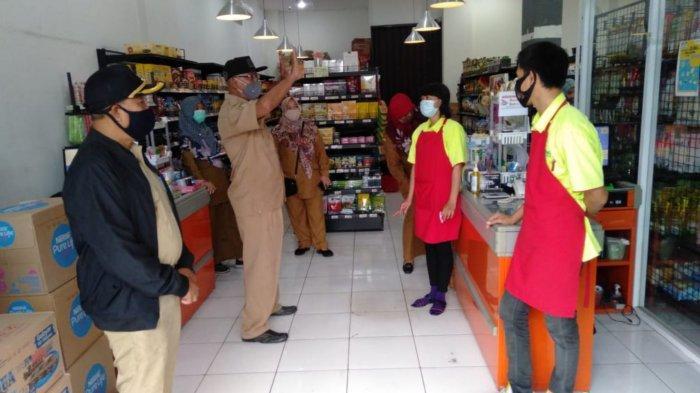 Pegawai Negeri Sipil Kota Tangerang yang turun ke lapangan dua kali dalam sepekan untuk mensosialisasikan kembali protokol kesehatan di kawasan Kecamatan Batuceper, Kota Tangerang, Selasa (15/9/2020).