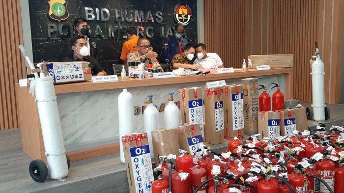 Konferensi pers kasus pemalsuan tabung gas oksigen di Polda Metro Jaya, Jakarta Selatan, Jumat (30/7/2021).