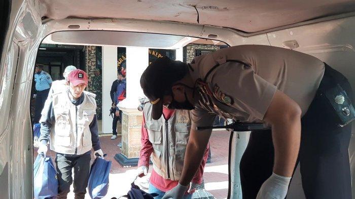 Polisi Gandeng Eks Napi Sosialisasi Covid-19 Hingga Bagi Sembako di Jakarta Pusat