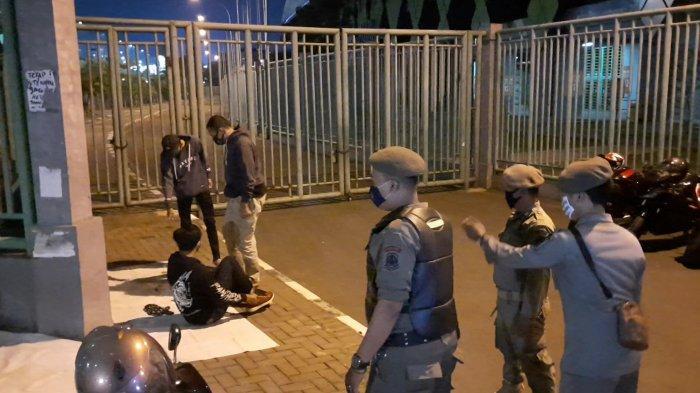 Razia Makser, Polisi Datangi Tempat Nongkrong Muda-mudai di Kota Bekasi