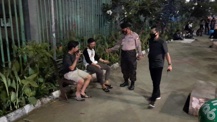 Polisi bersama TNI dan Pol PP Kota Bekasi melakukan operasi cipta kondisi termasuk razia penerapan protokol kesehatan, Sabtu, (12/9/22020) malam.