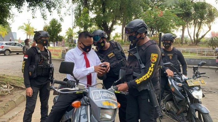 Bergaya Bak Penyidik Pakai Kemeja Putih dan Dasi Merah, Polisi Gadungan Pegawai Kafe Incar Satpol PP