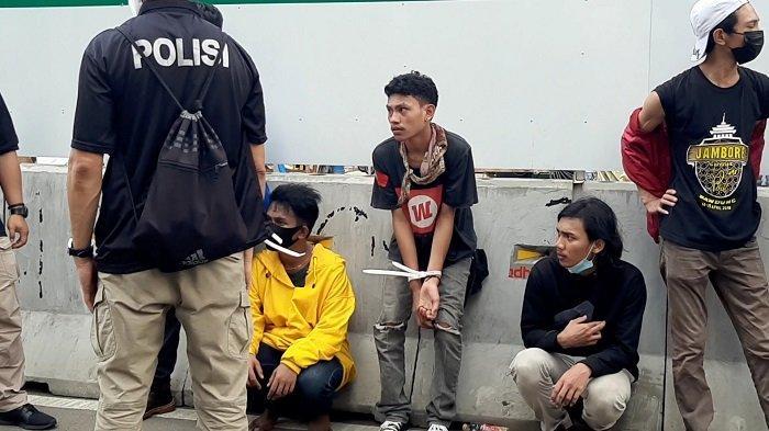 Sederet Foto Mahasiswa Diamankan Polisi saat Memperingati May Day
