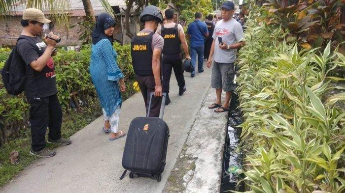 Segel Rumah Kontrakan Pelaku Bom Bunuh Diri di Medan, Polisi Bawa Koper dan Anak Panah