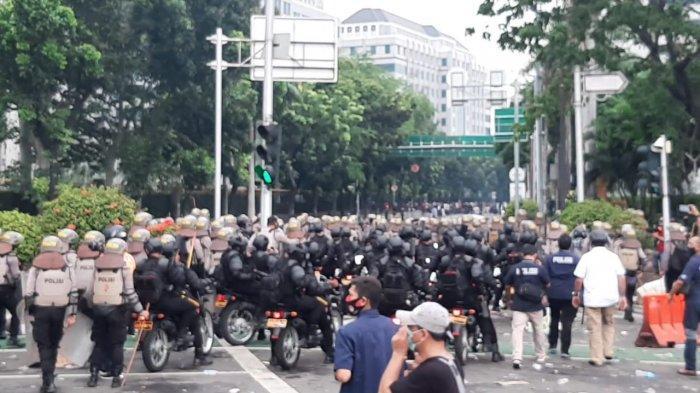 BREAKING NEWS Aksi Bela Nabi, Ratusan Personel Polisi Berjaga di Gedung Kedubes Perancis