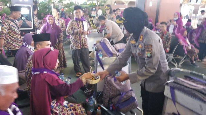 253 Orang Indonesia Berangkat Umrah Perdana dari Bandara Soekarno-Hatta Saat Pandemi