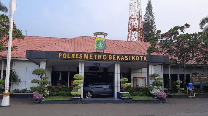 Polres Metro Bekasi Kota di Jalan Pramuka, Marga Jaya, Kecamatan Bekasi Selatan, Kota Bekasi.