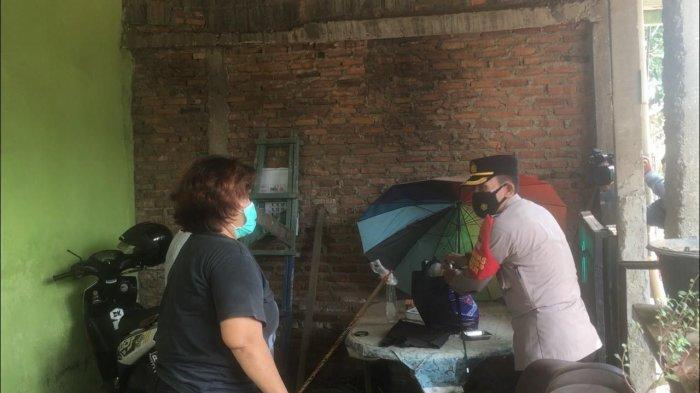 Warga yang Isoman di Kelapa Gading Dapat Daging Kurban Olahan Rendang