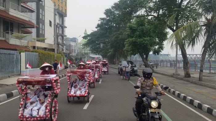Puluhan Becak di Tangerang Dihiasi Untuk Distribusi Ratusan Sembako di Wilayah Kumuh