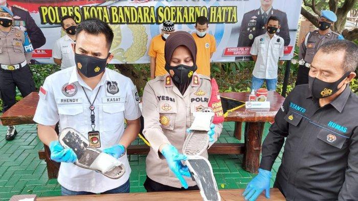 Polresta Bandara Soekarno-Hatta meringkus seorang penumpang pesawat terbang yang menyimpan narkotika jenis sabu di dalam sol sepatu, Jumat (30/4/2021)