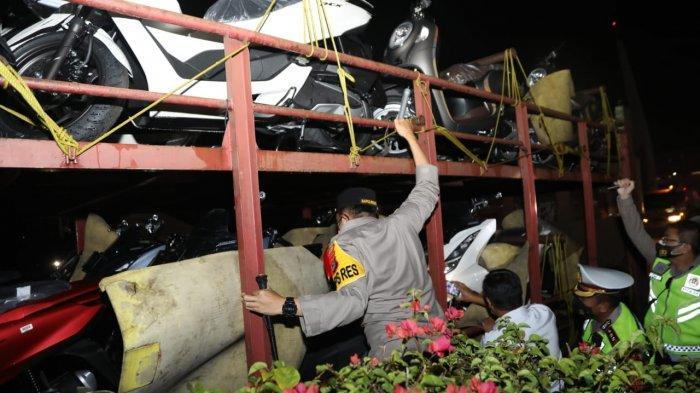 10 Pemudik di Tangerang Terciduk Ngumpet Disela-sela Motor, Langsung Antigen Sekalian Sopir Truk