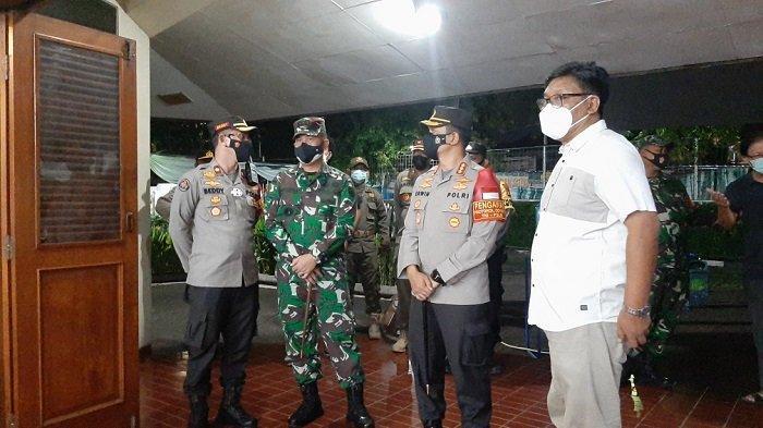 Jajaran Polres Metro Jakarta Timur dan Kodim 0505/JT Sterilisasi Gereja di Jakarta Timur