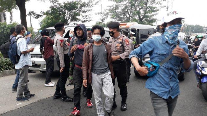 Sidang Vonis Rizieq Shihab, Polrestro Jakarta Timur Amankan Pria yang Bawa Pisau dan Ketapel